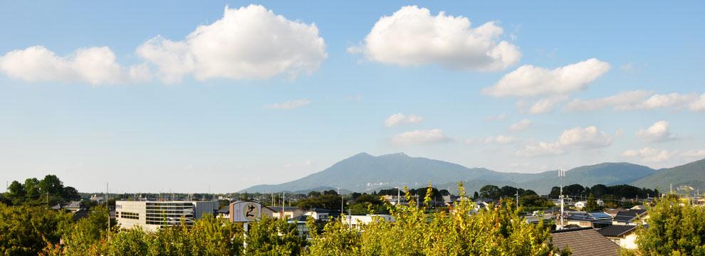 茨城県つくば市のとんぼらいふ施設の屋上からの筑波山